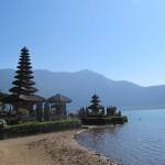 Lac et temple Beratan